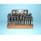 Kugelpunzen-Set 2-32 mm auf Holzbrett